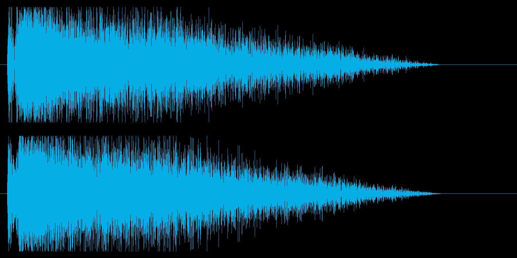 『ドカーン』クラッシュ音、爆発音、雷鳴の再生済みの波形