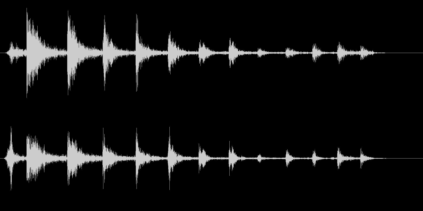 ビチビチビチ(弦をはじく音)の未再生の波形
