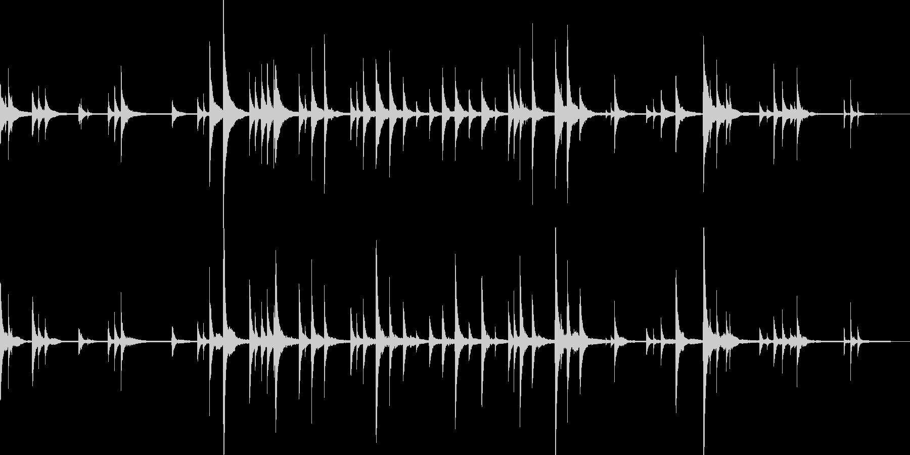 何かが忍び寄るようなピアノソロの未再生の波形