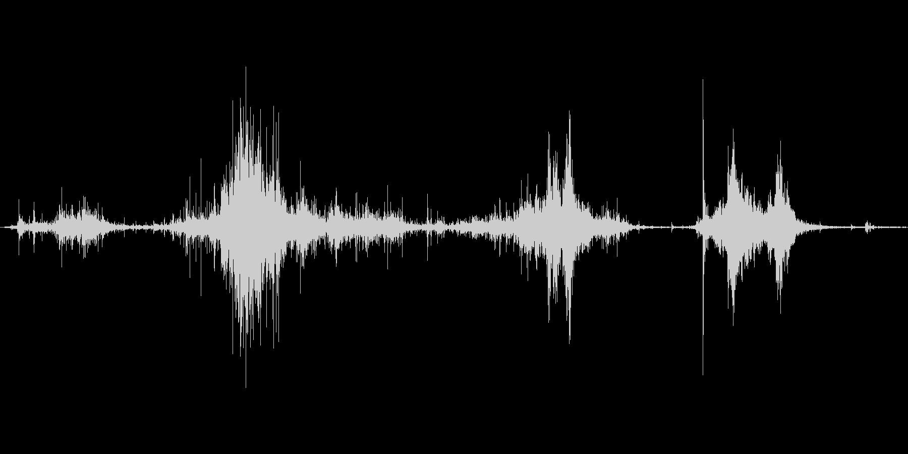 ダンボールを破る音。ビリビリの未再生の波形