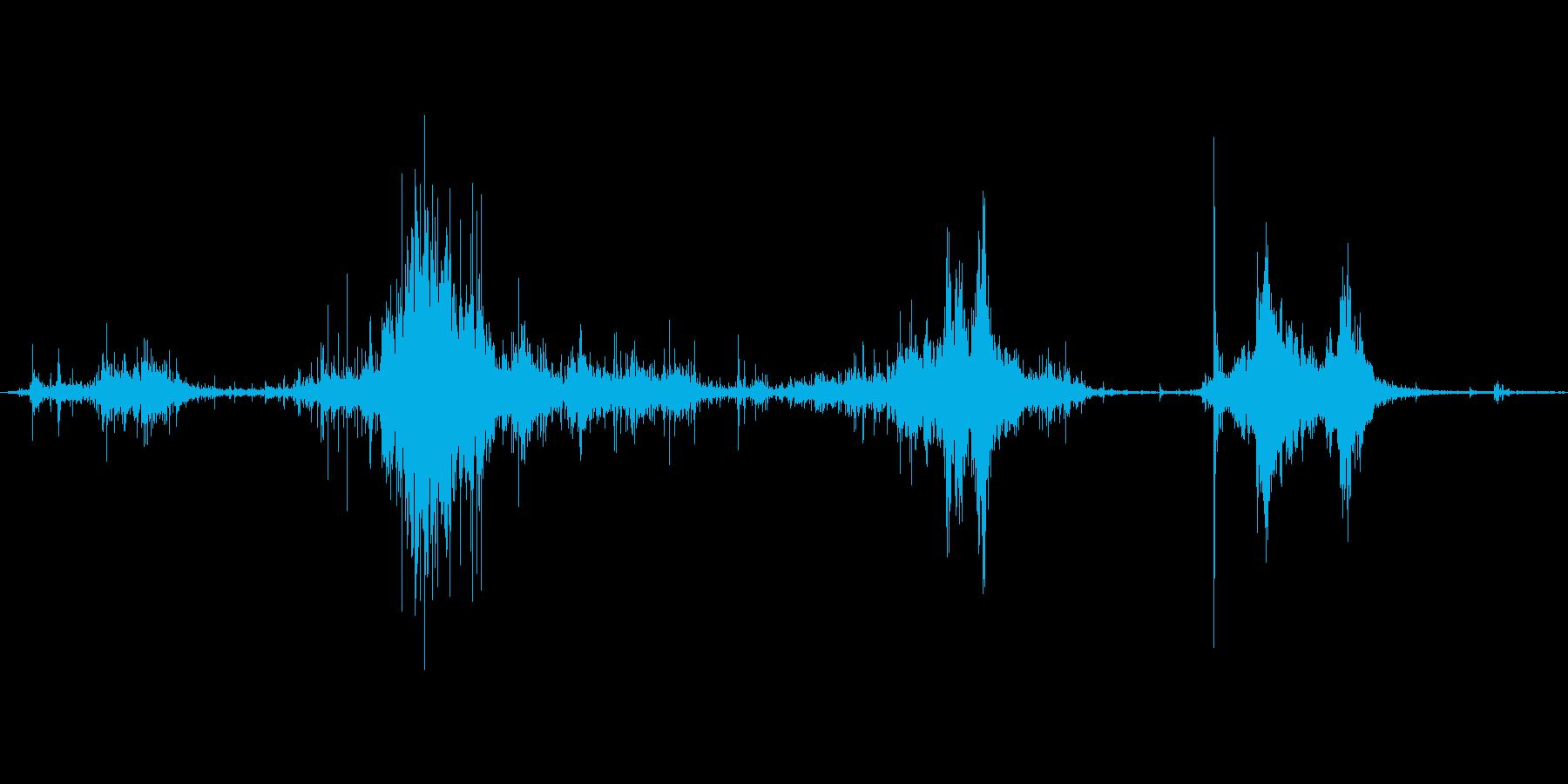 ダンボールを破る音。ビリビリの再生済みの波形