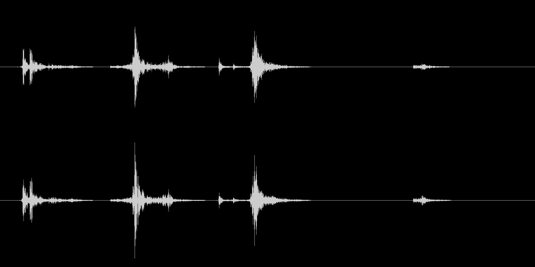 カセットテープ ケース開閉音の未再生の波形