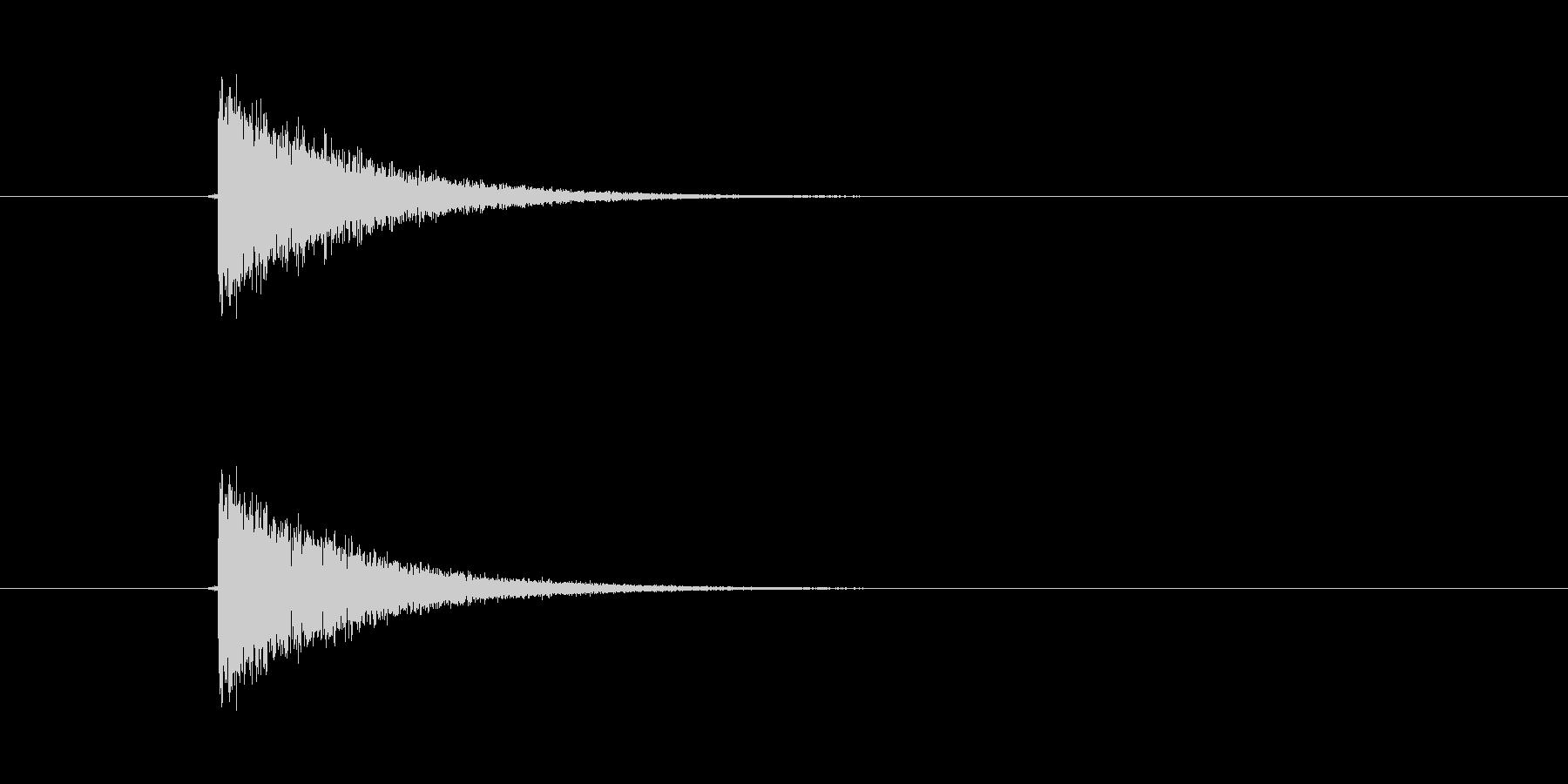 パシン! ひっぱたかれた効果音です。ム…の未再生の波形
