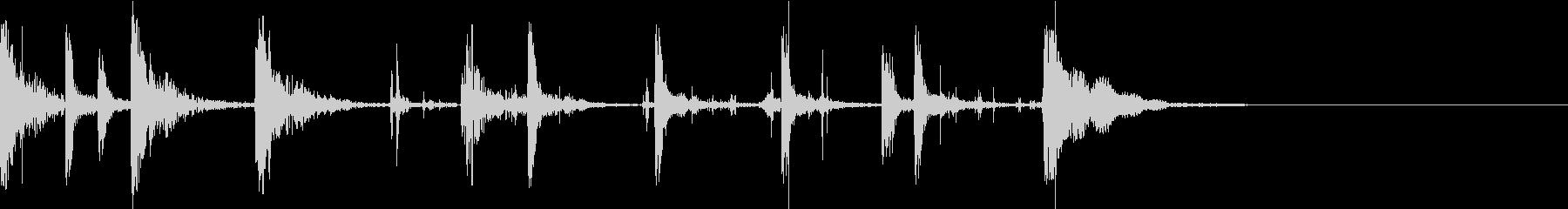 太鼓と足音で家から出て行く足音を表現の未再生の波形