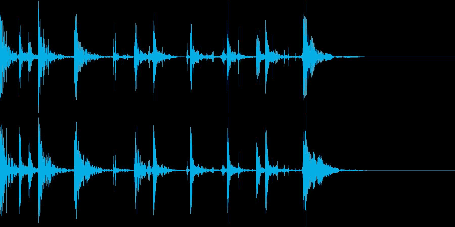 太鼓と足音で家から出て行く足音を表現の再生済みの波形