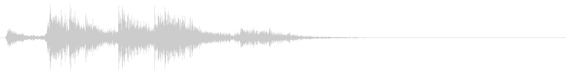 ガタガタン(木材などの倒れる音)の未再生の波形