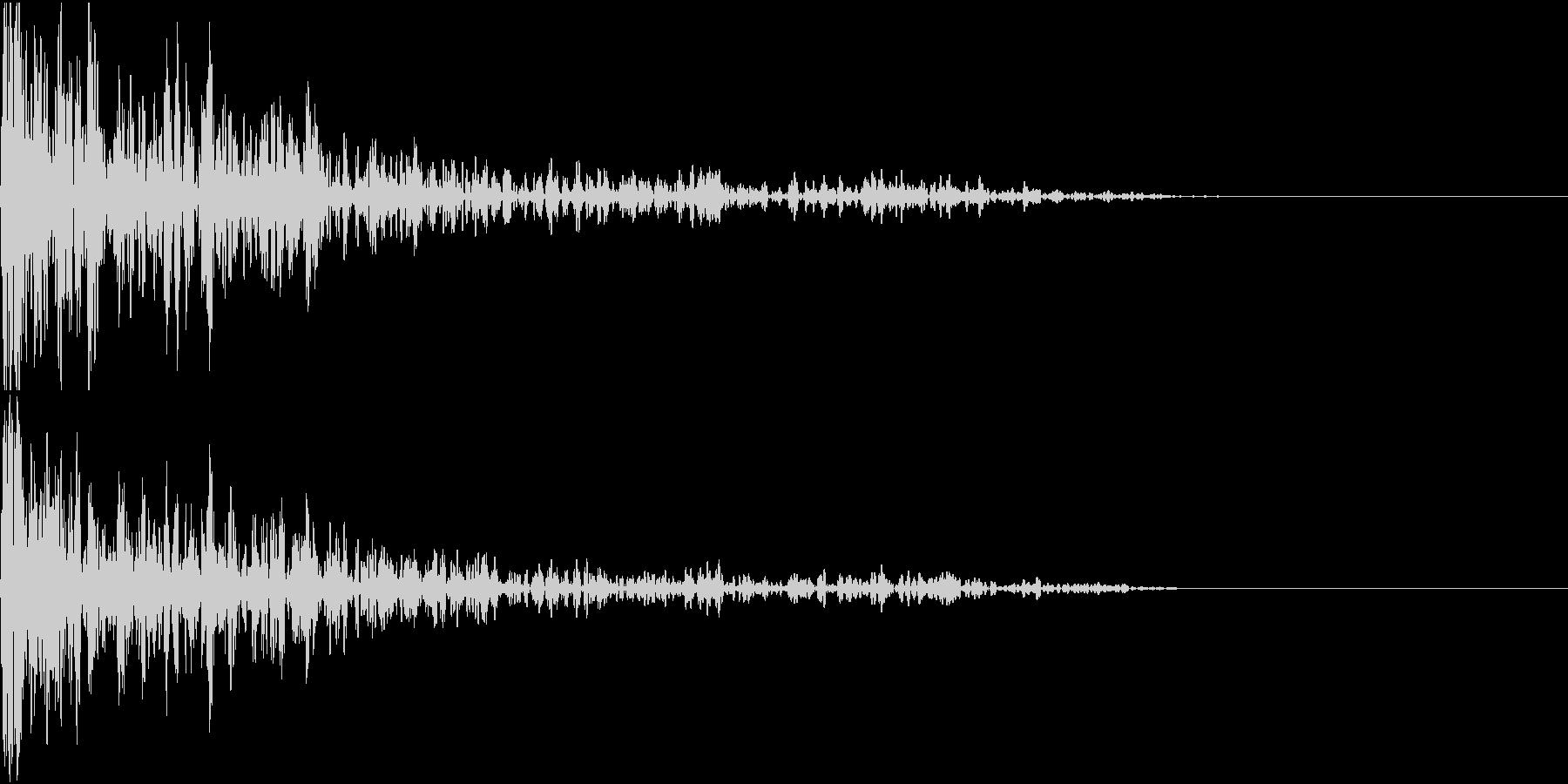 ドーン!(腰に響く重低音)の未再生の波形