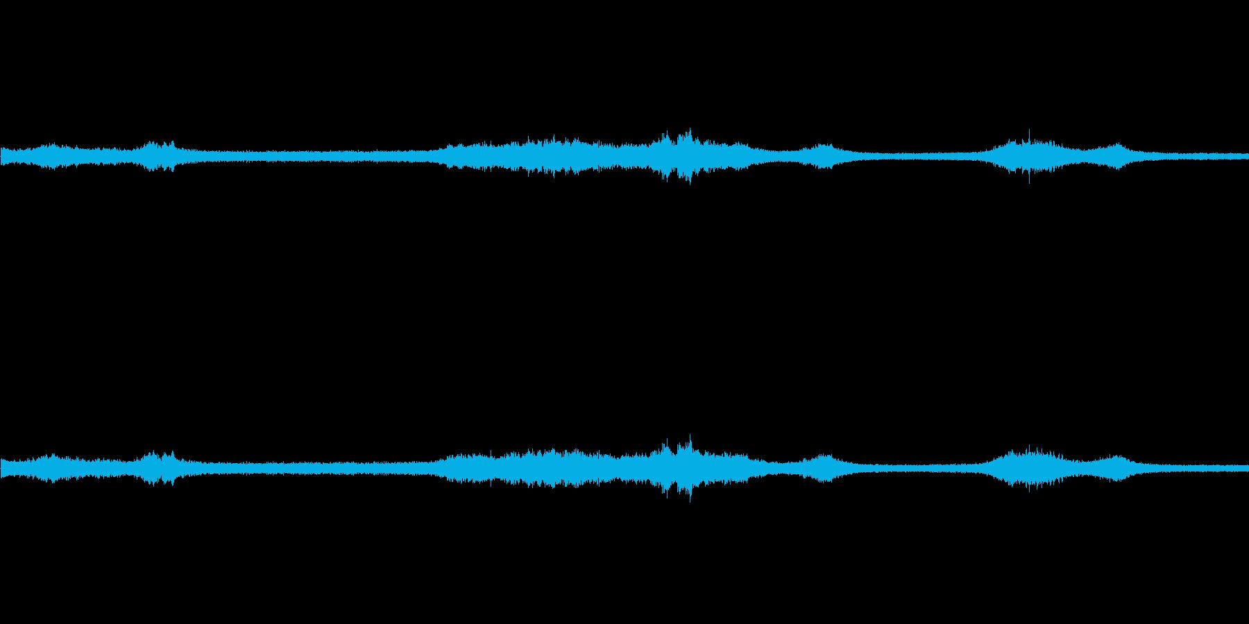 【生音】雨の日の通行音 - 10 雨 …の再生済みの波形