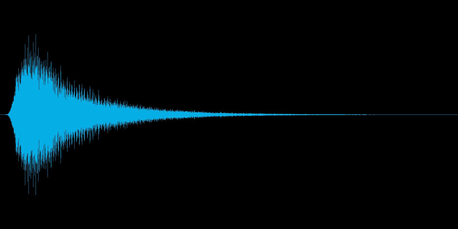 レーシングカーが高速で通過するような音の再生済みの波形