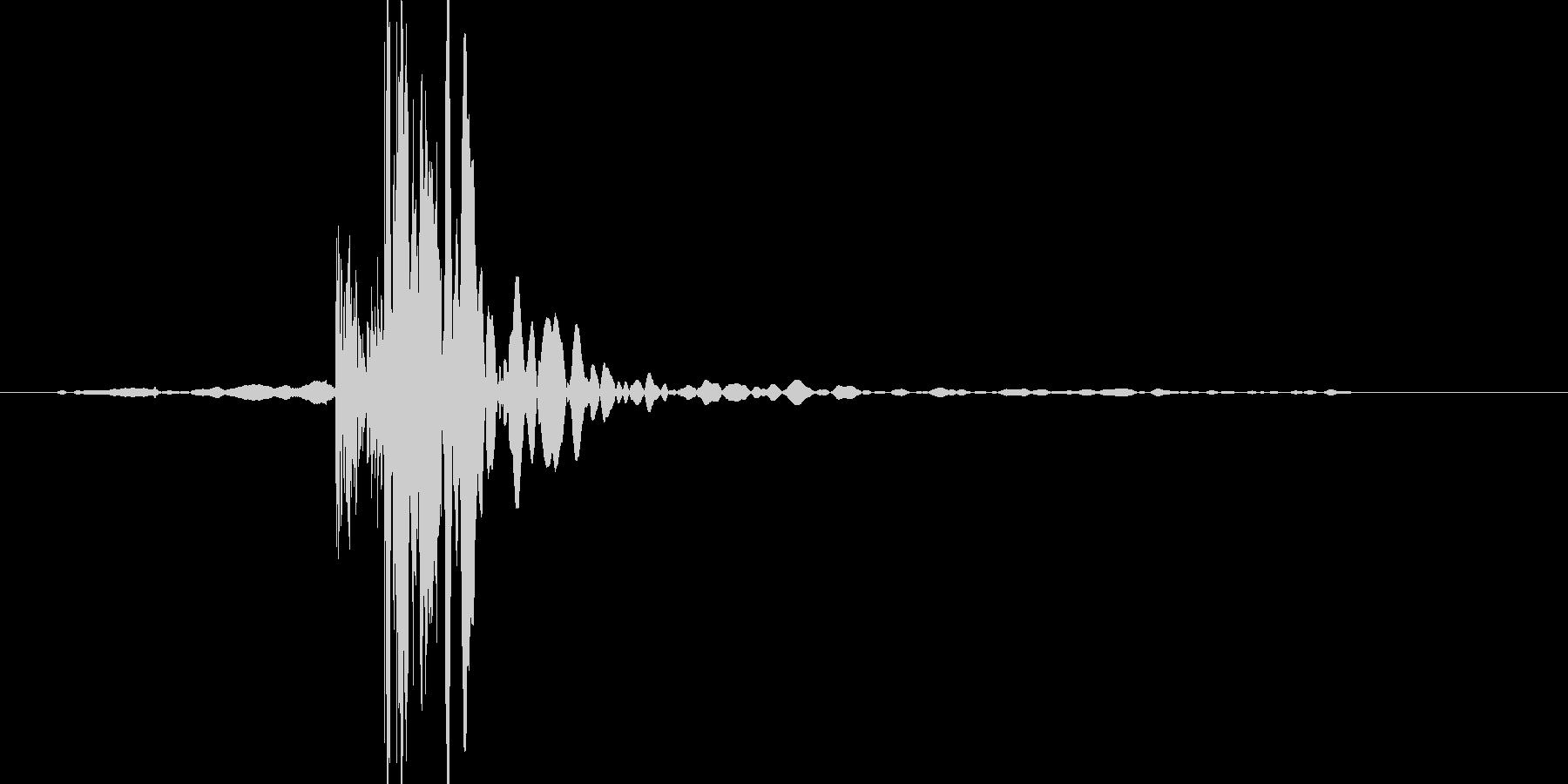 バン(車のドアを閉める音)の未再生の波形