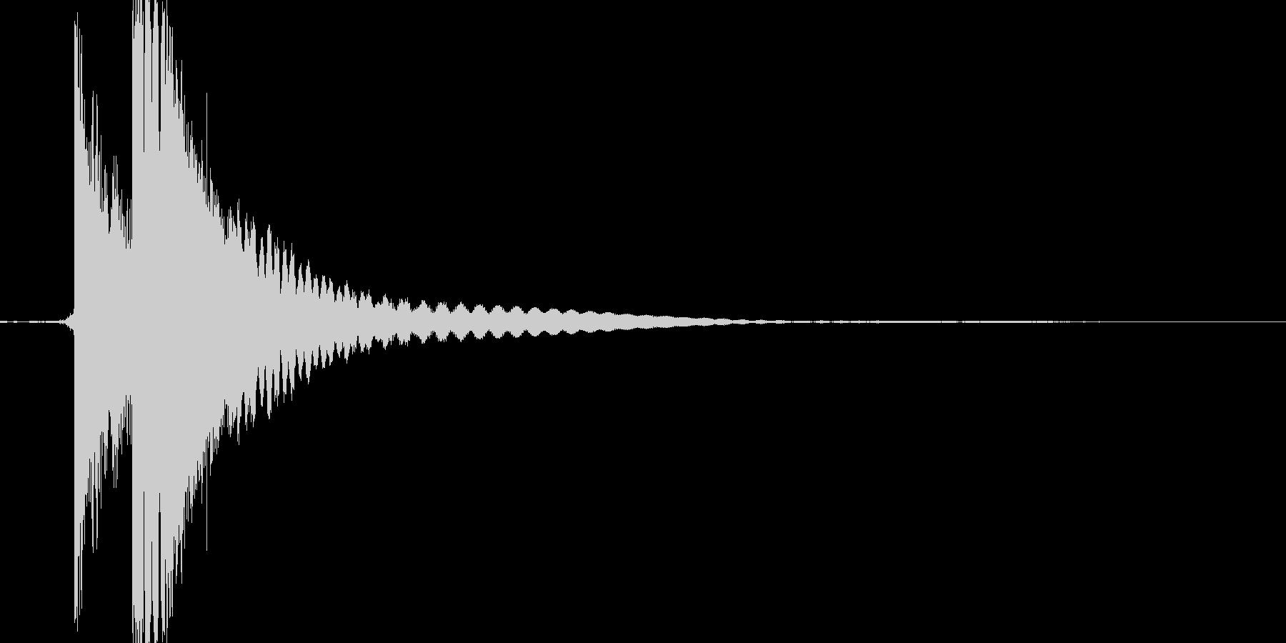 チン。グラス/コップをぶつける音の未再生の波形