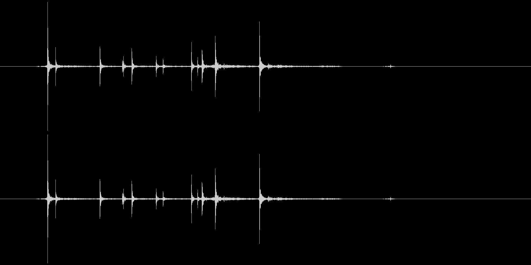 カチャ。キャップを開ける音Bの未再生の波形