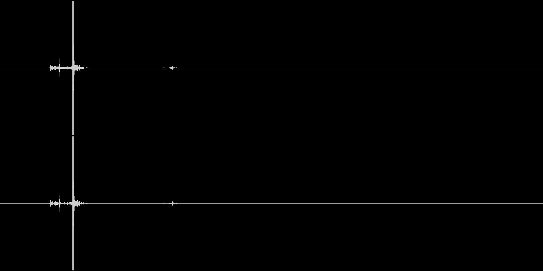 ボールペンのボタンを押す音(カチッ)の未再生の波形
