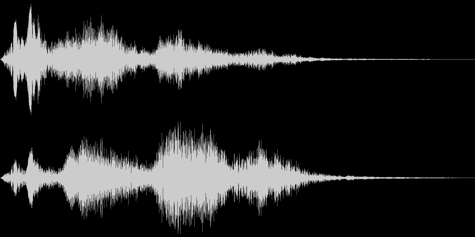 ホワワァ、という広がりのある近代的な音の未再生の波形