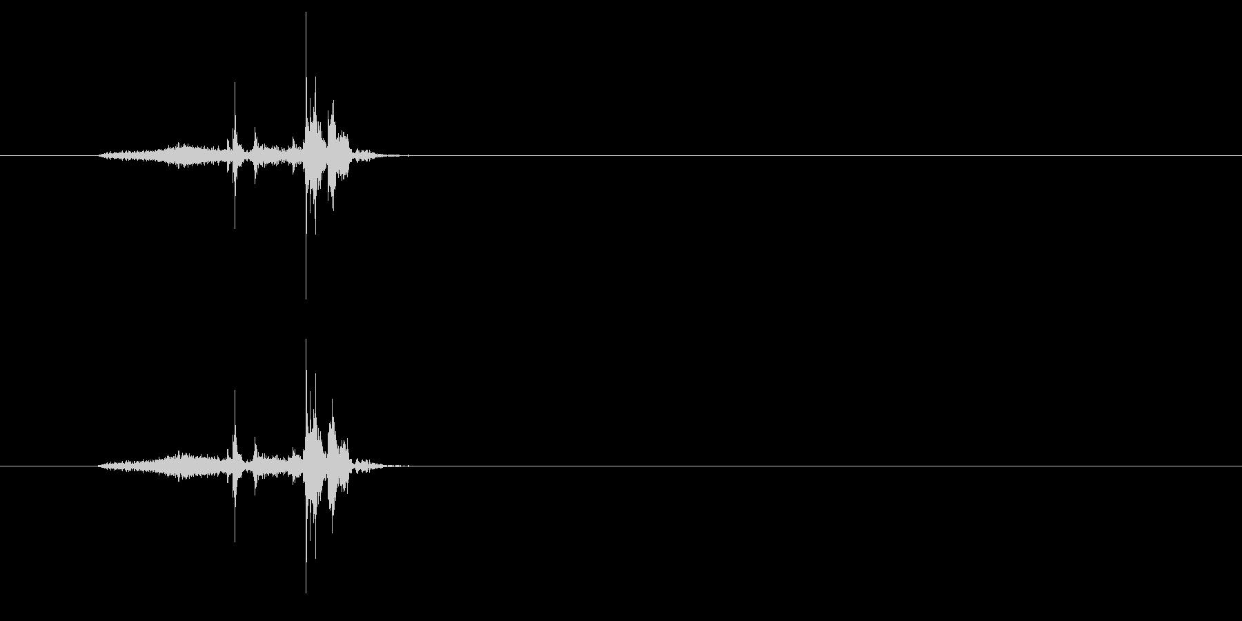 ペラッ (本などのページをめくる02)の未再生の波形