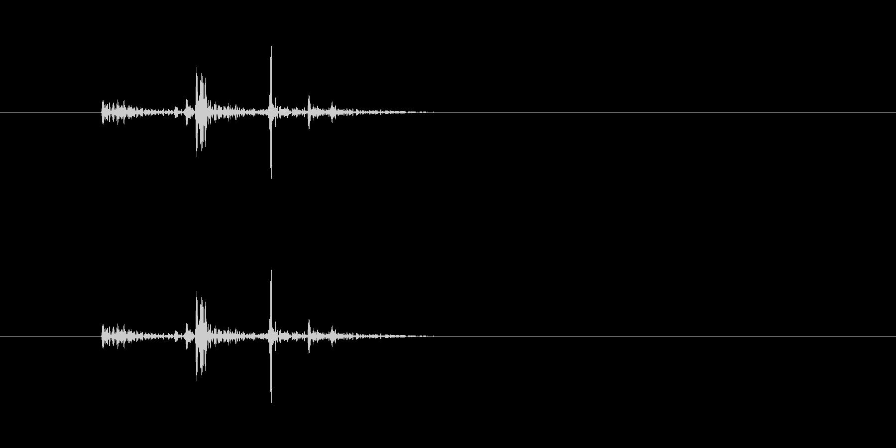 カタリッ(物を置く音)の未再生の波形