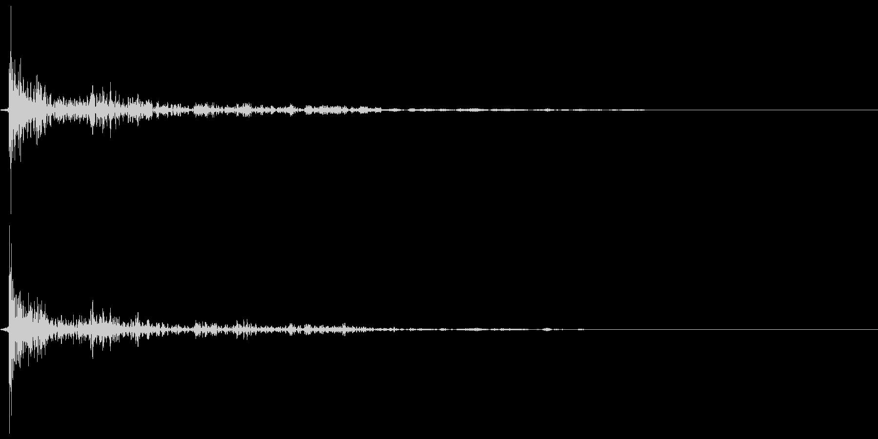 引き戸(ガラス) 閉めきり音 カタァンの未再生の波形