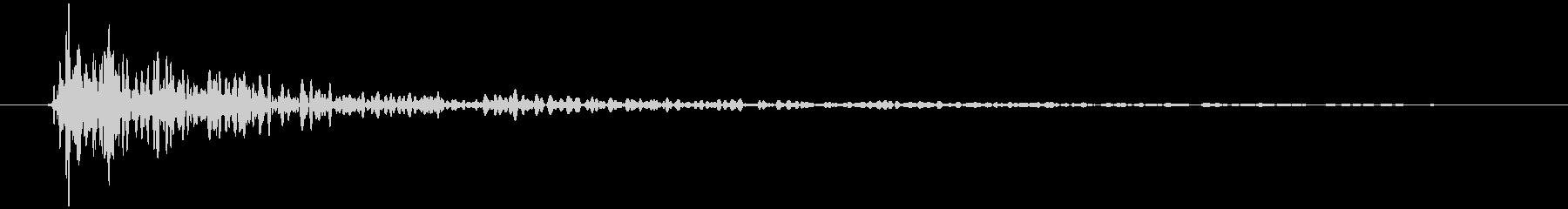 引き戸 閉めきり音 トォン…の未再生の波形