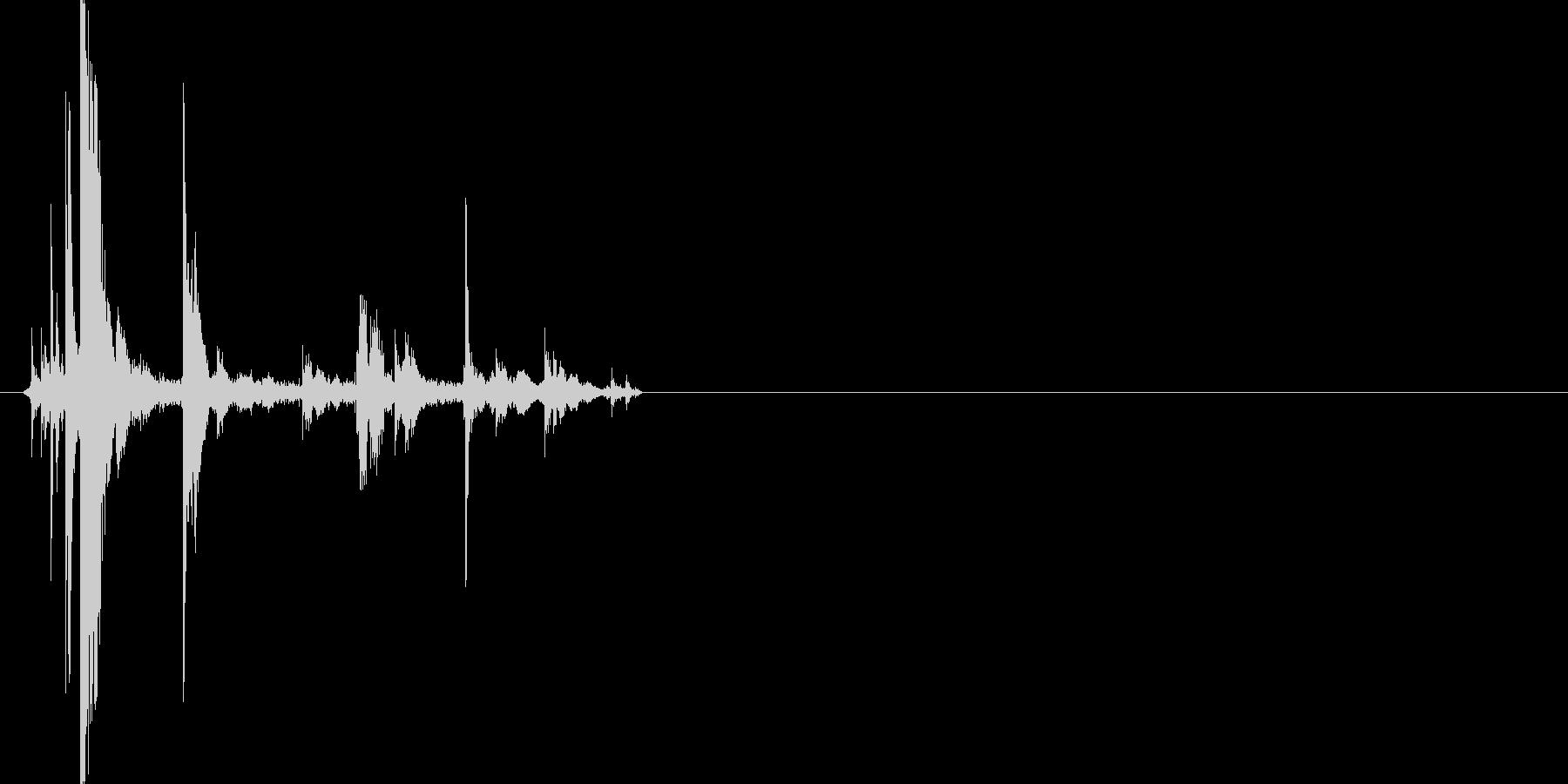 かちゃ(金属をすり合わせたときの音)の未再生の波形