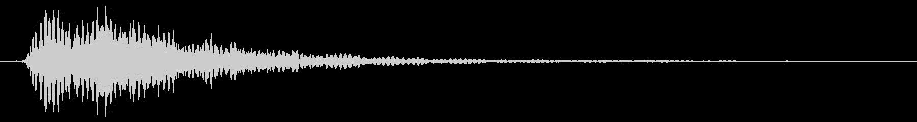 鎖などの金属的な打撃音で重めな音の未再生の波形