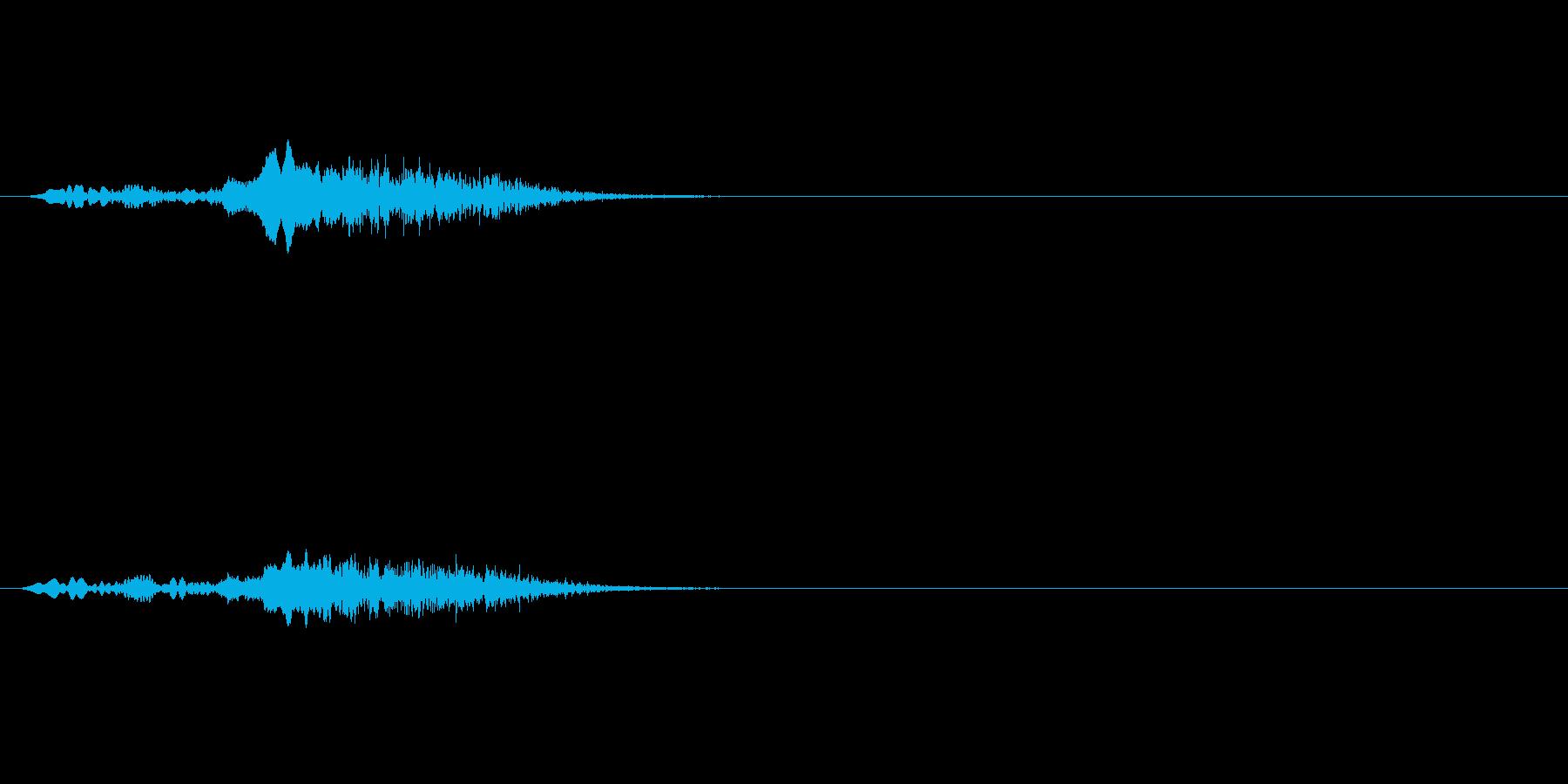 ギィィ(遠くでドアの軋み)の再生済みの波形