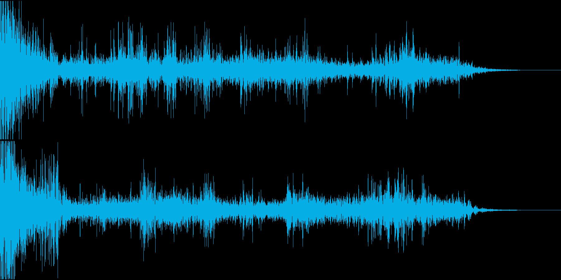 ドカーンゴロゴロ(雷、嵐、台風の環境音)の再生済みの波形