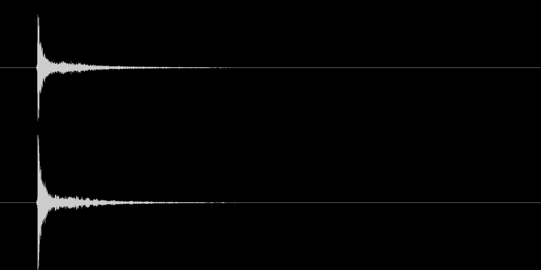 「パーン」「カーン」というクラッカーの…の未再生の波形