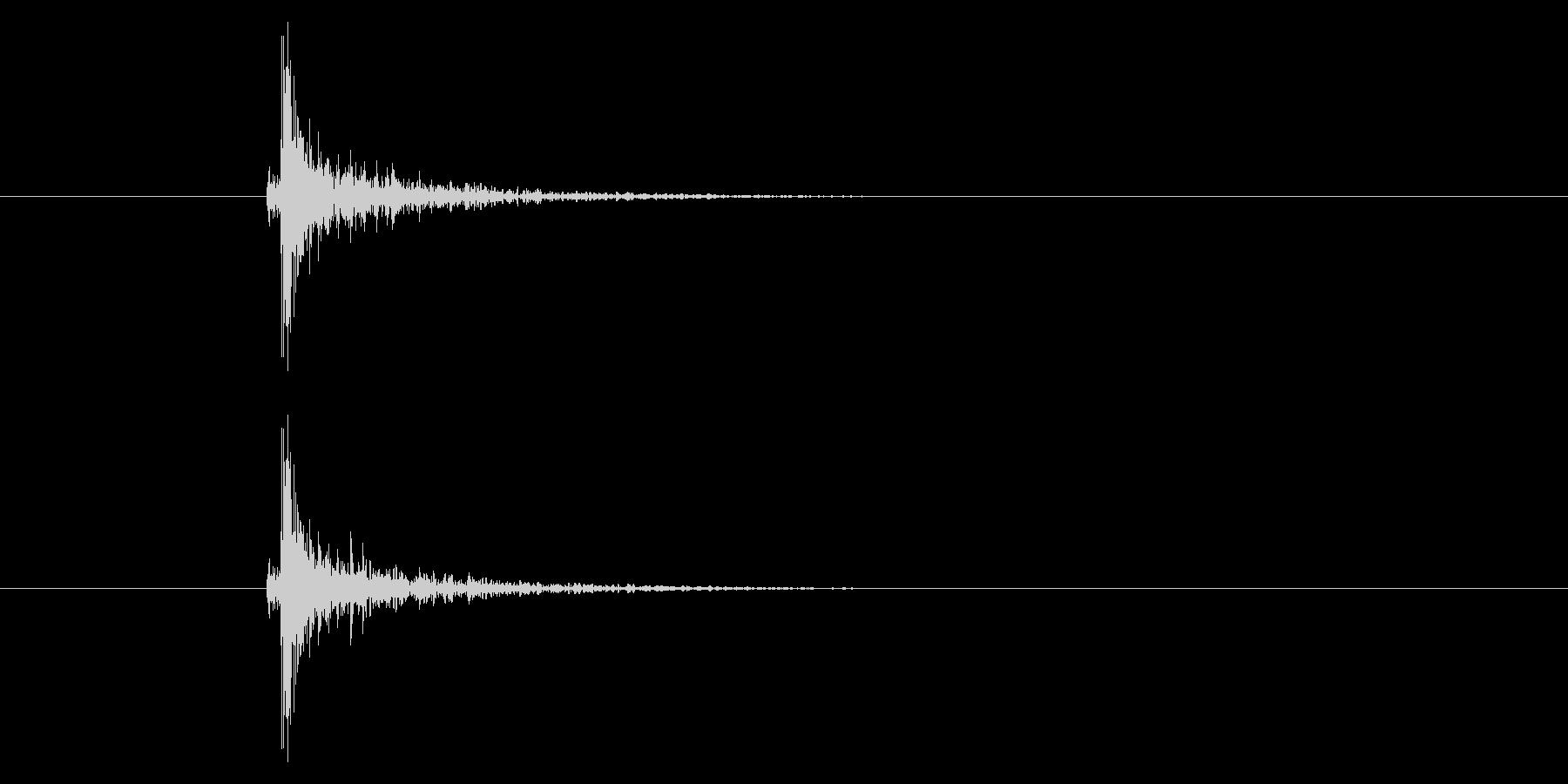 トン!ドアのノック音の未再生の波形