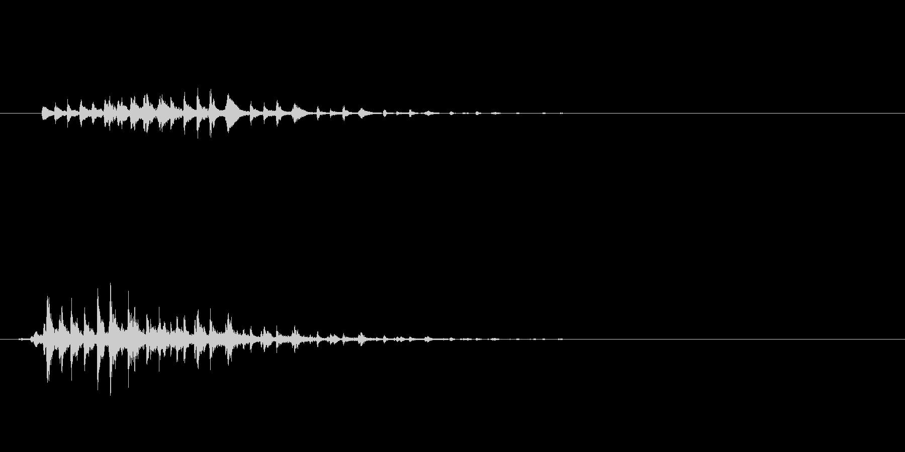 ガラガラ(ホラー向けSE)の未再生の波形