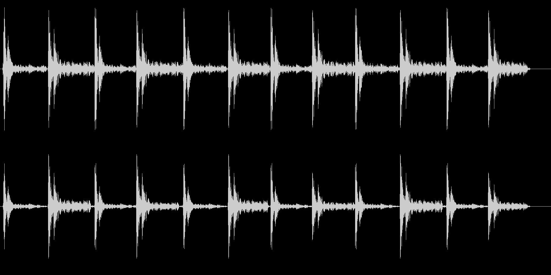 カタカタ(下駄の音)の未再生の波形
