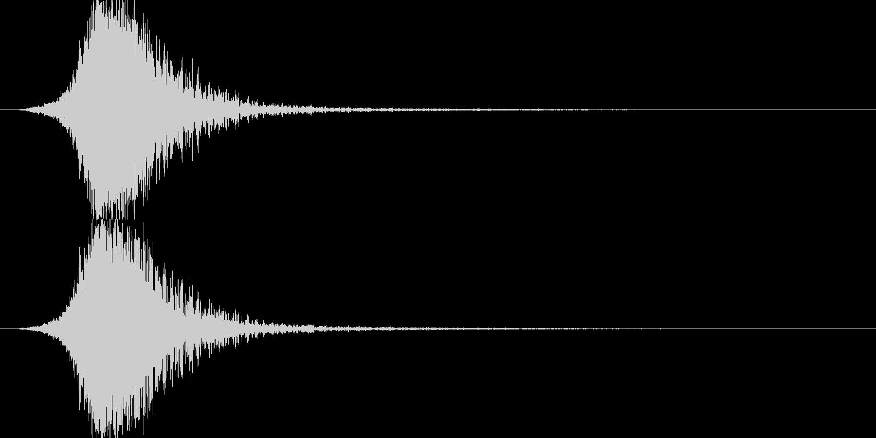 金属的な爆発音(破裂音)の未再生の波形