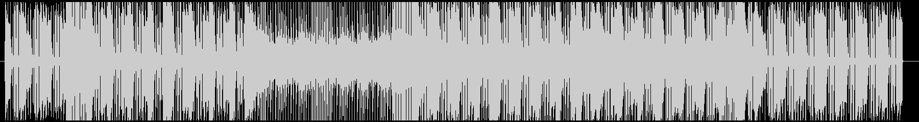 ソリッドなシンセベースが印象的なハウスの未再生の波形