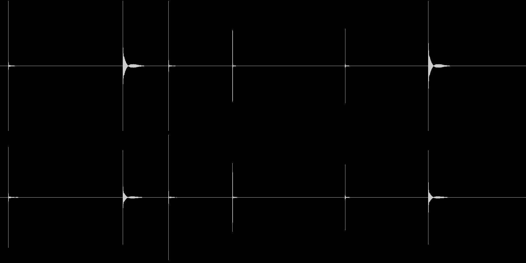 カチ(複数の爪を切る音)の未再生の波形