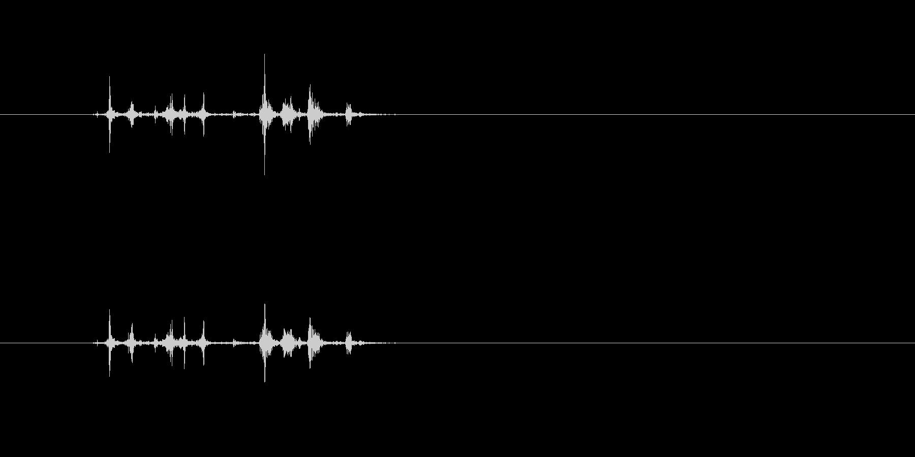 パラララ (本を開いたりページ送り音2)の未再生の波形