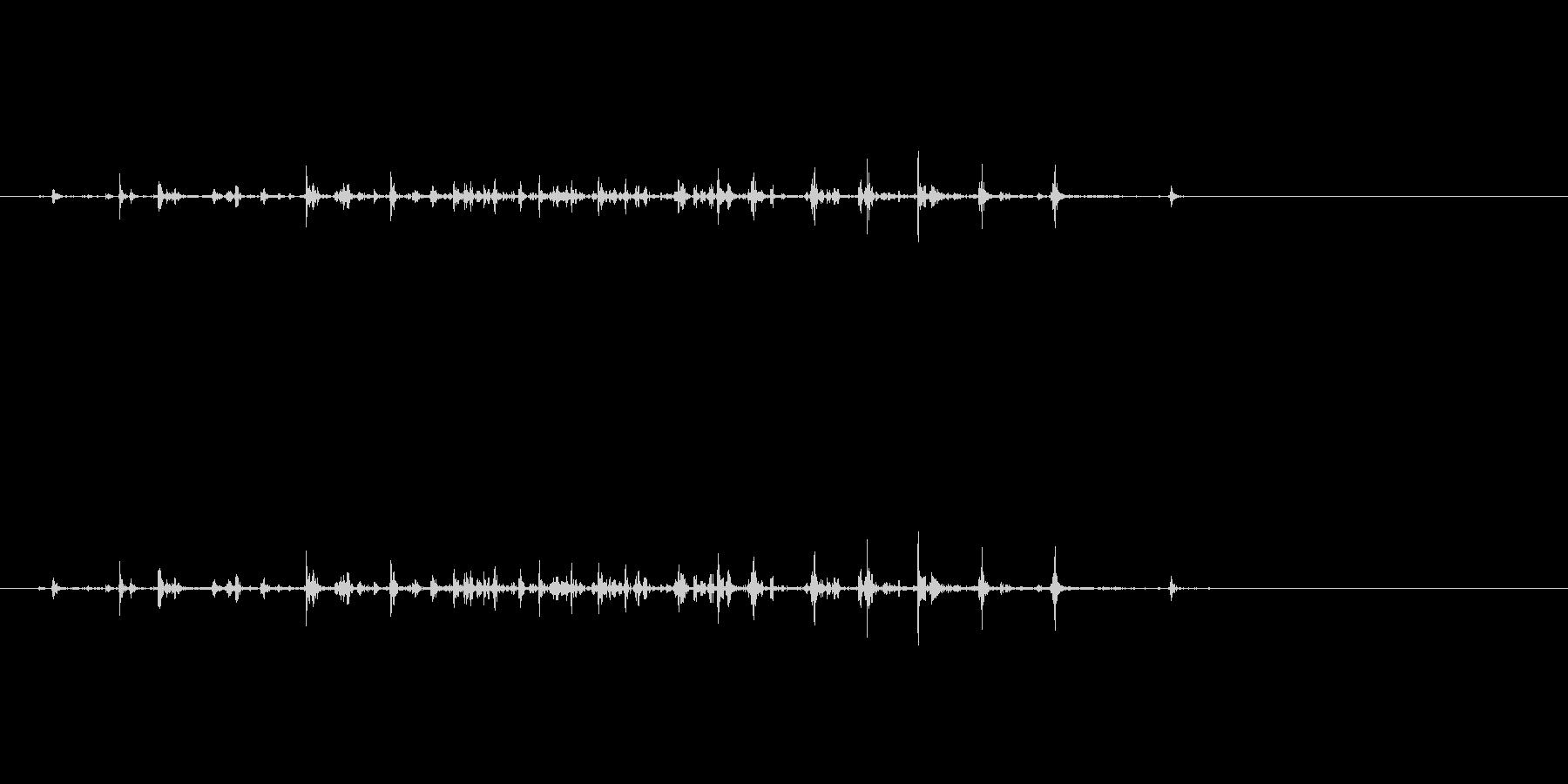 力強く握るような音の未再生の波形