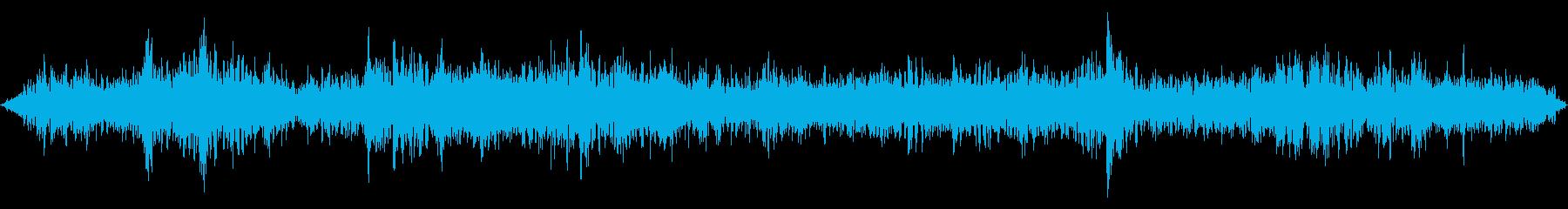 バス発車(若干話し声がする)の再生済みの波形