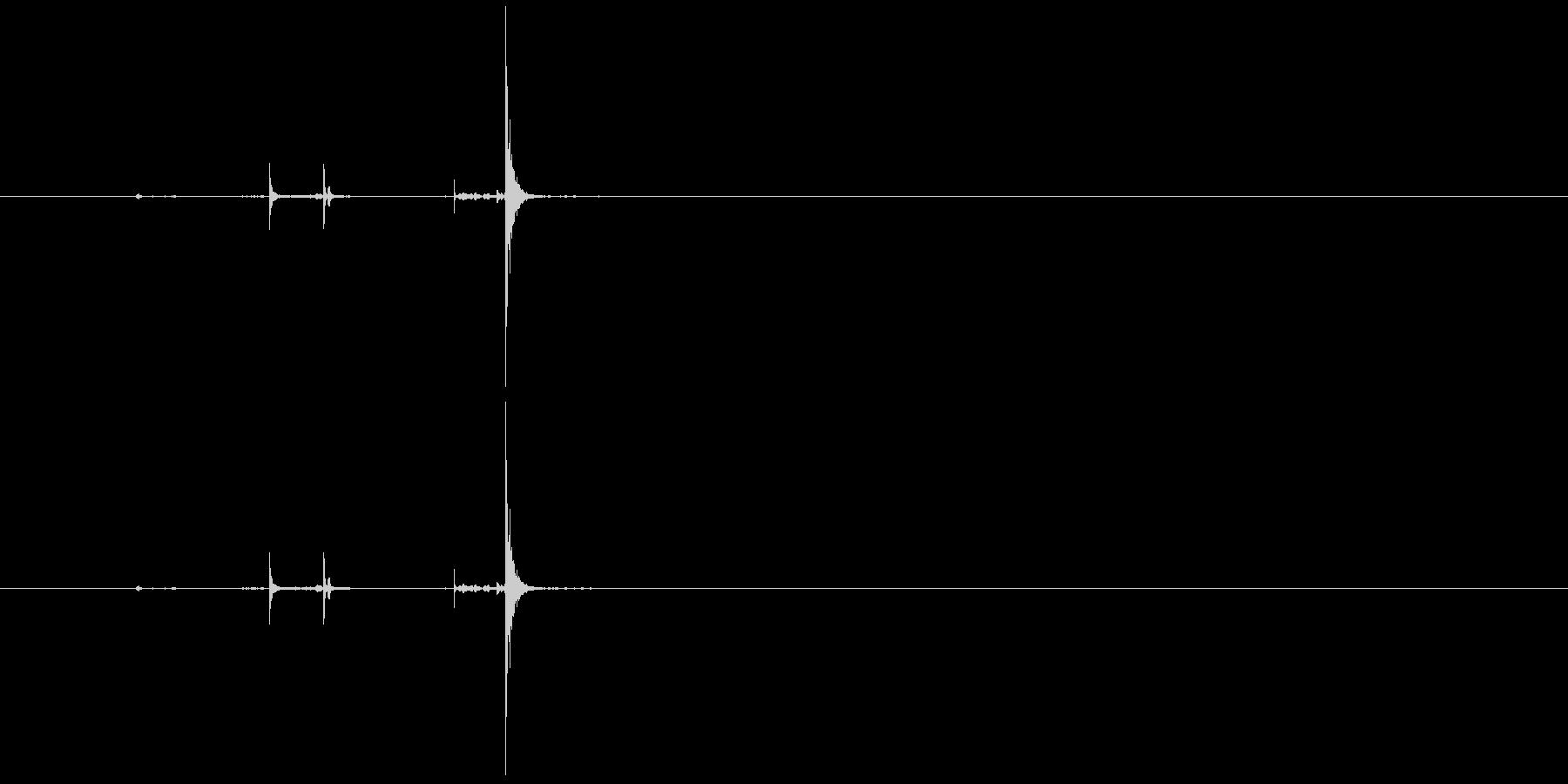 カリッパチッ(クリック、はじく)の未再生の波形
