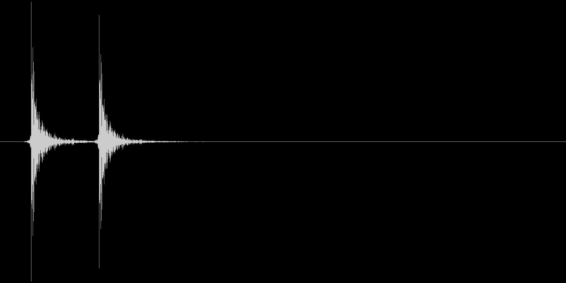 コンコン(ノック、ドアを叩く、木製)の未再生の波形