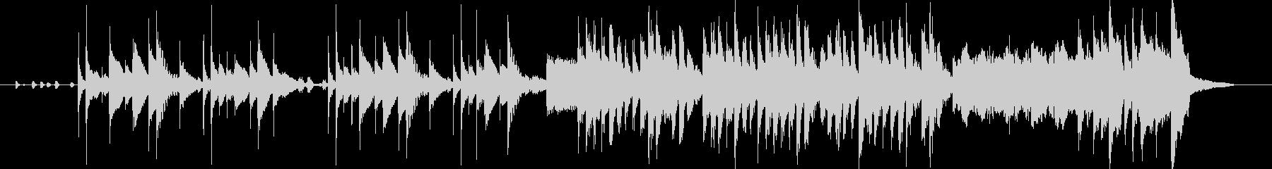 打楽器と電子音の民俗風ジングルの未再生の波形