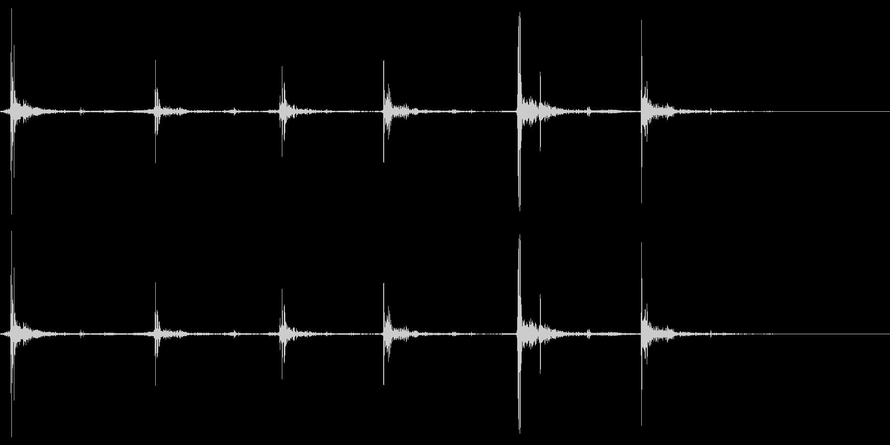 【マイク収録】パタパタと床を走る足音の未再生の波形
