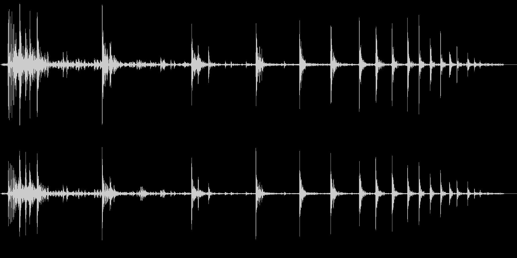 球体が階段を転がり落ちる音の未再生の波形