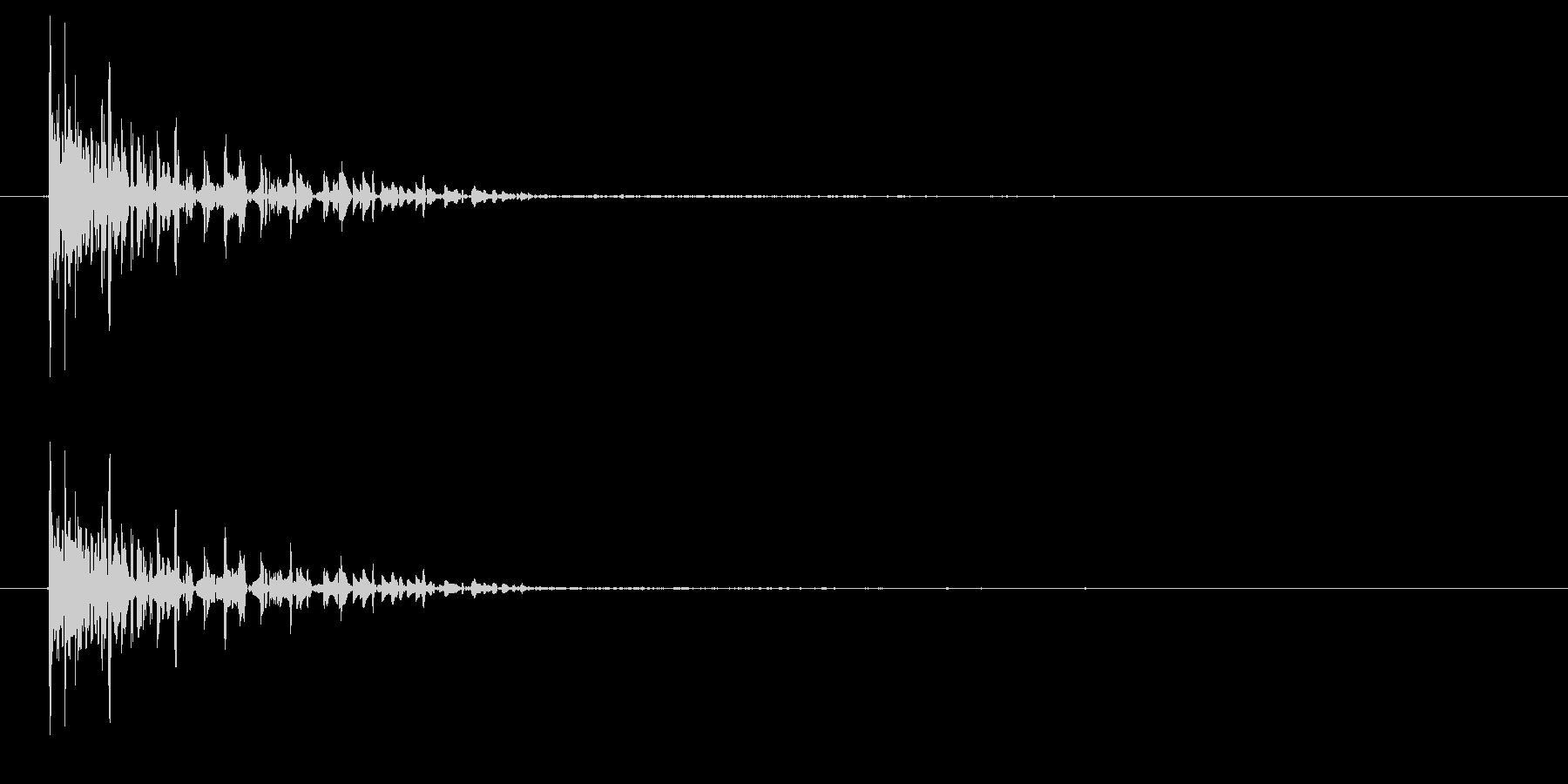 「ドゴーン」というかすれた効果音。レト…の未再生の波形