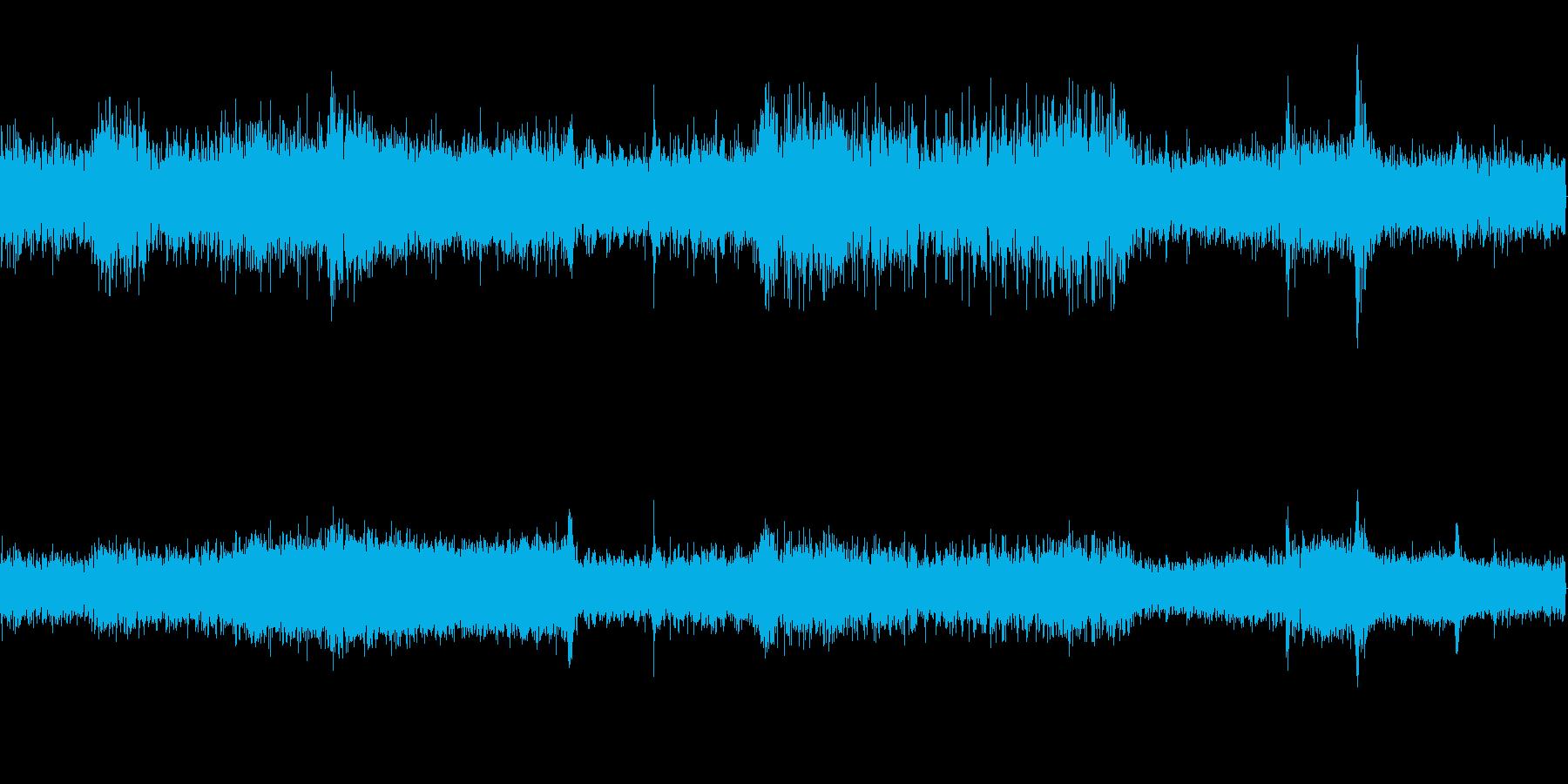 工場に響くノイズの音の再生済みの波形