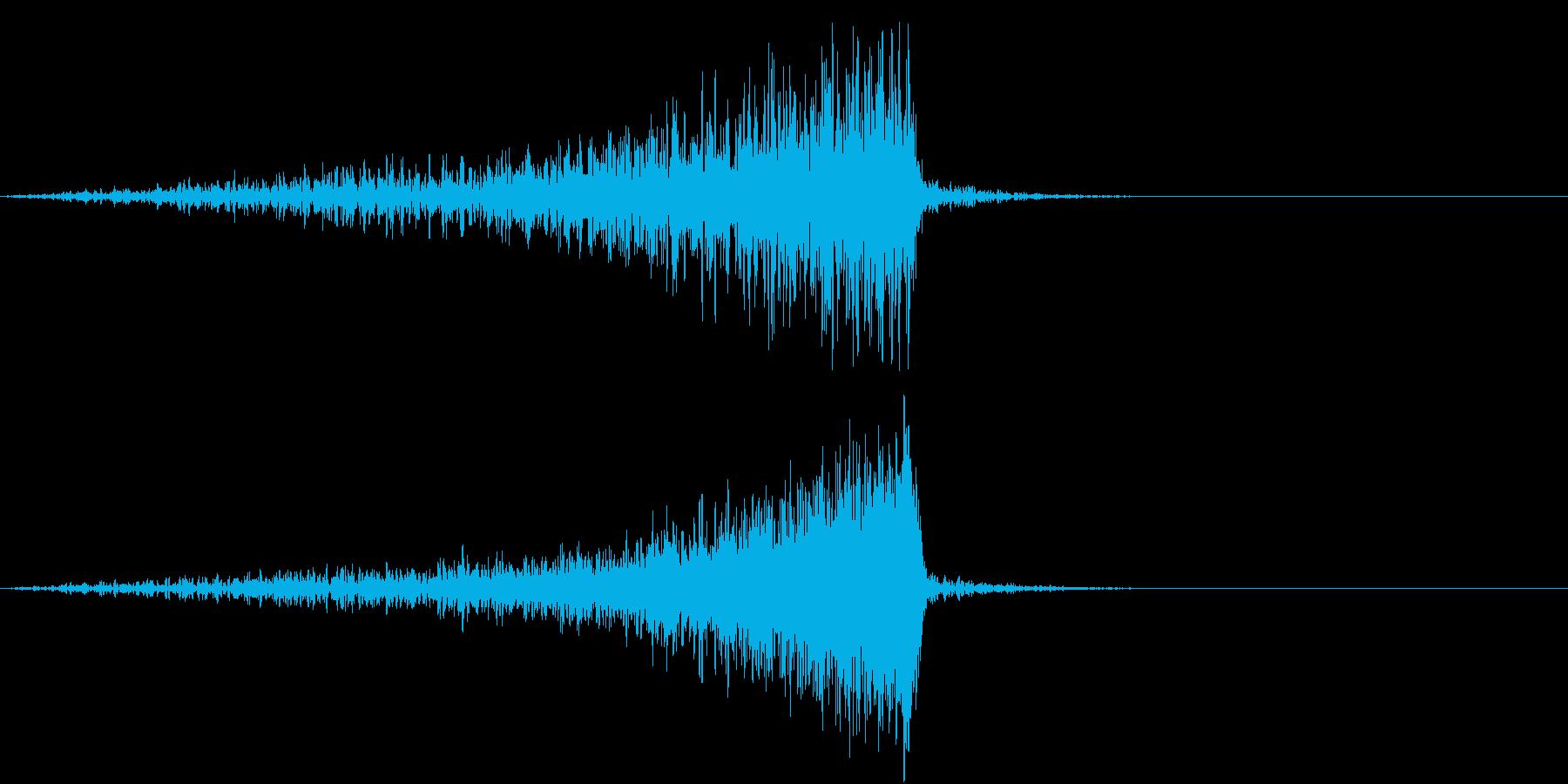 集団が迫ってくる音の再生済みの波形