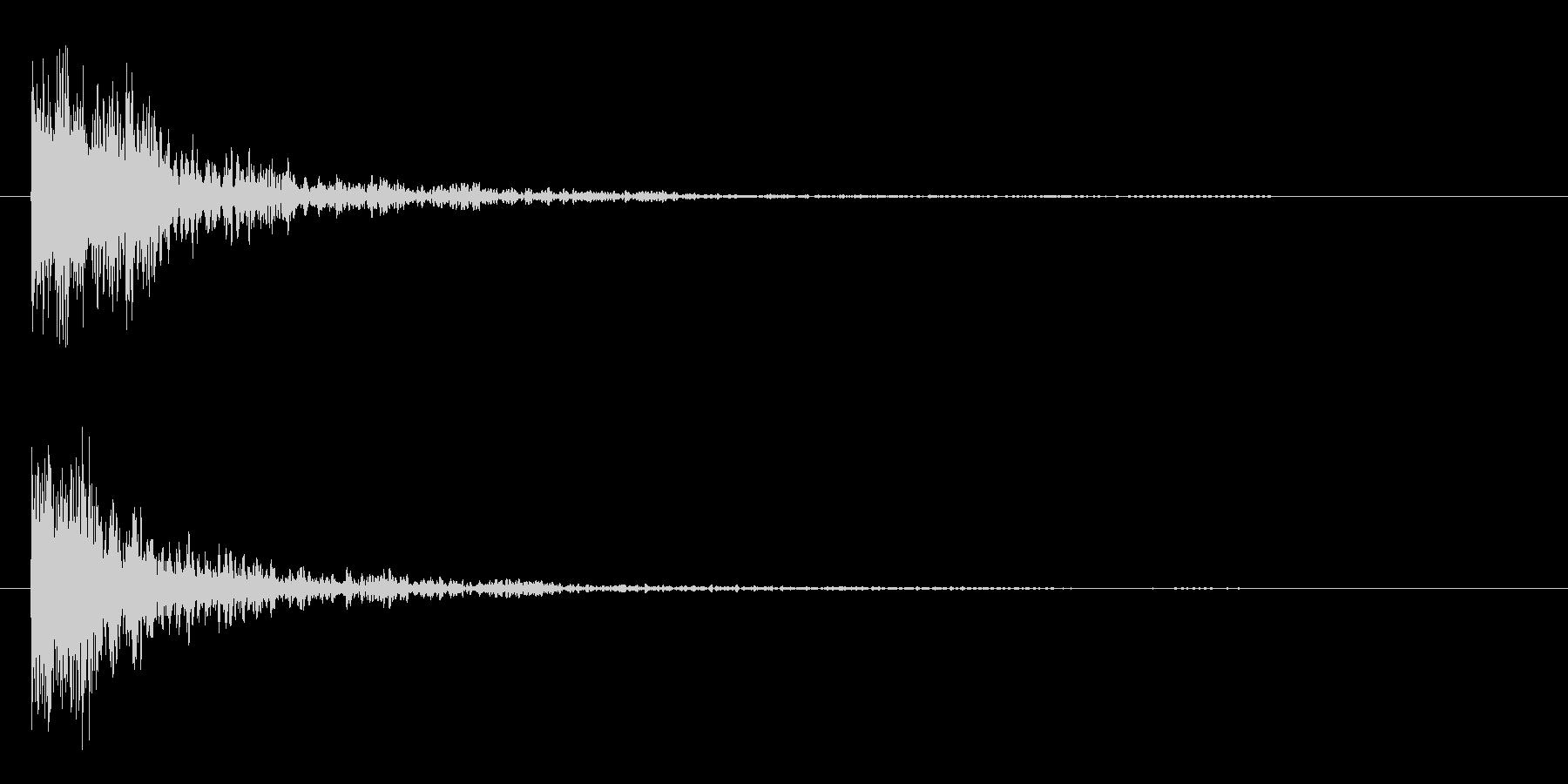 ガシーンという剣の打ち合いの様な効果音の未再生の波形