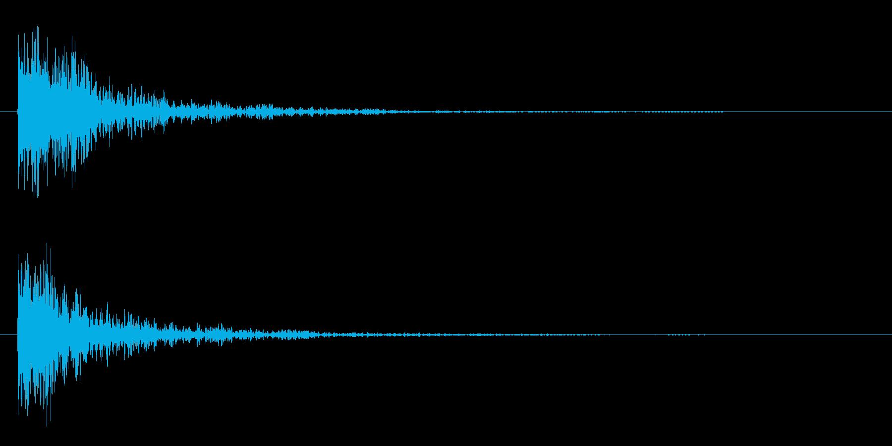ガシーンという剣の打ち合いの様な効果音の再生済みの波形