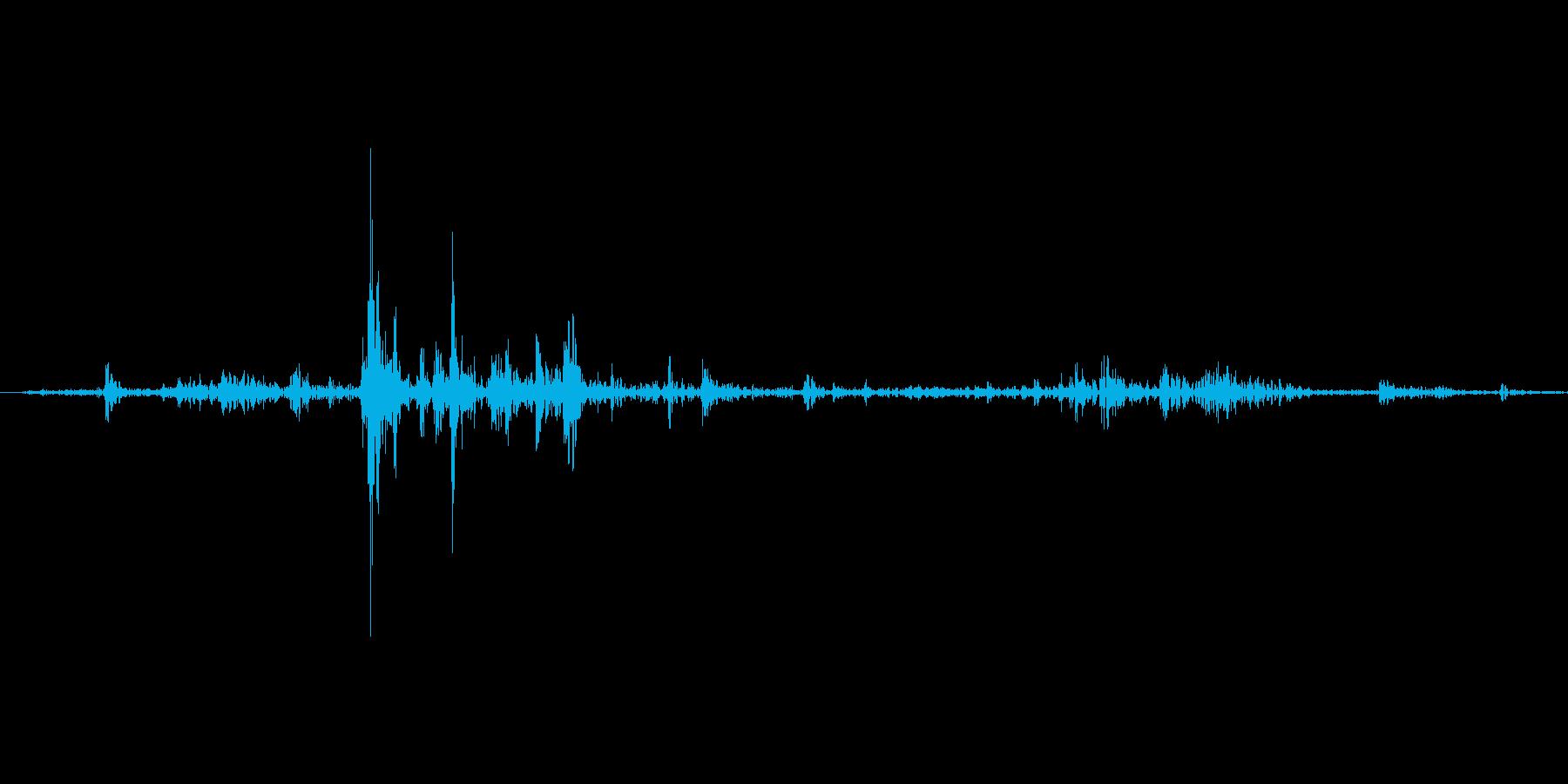 【wav】封筒に書類を出入れする音_02の再生済みの波形