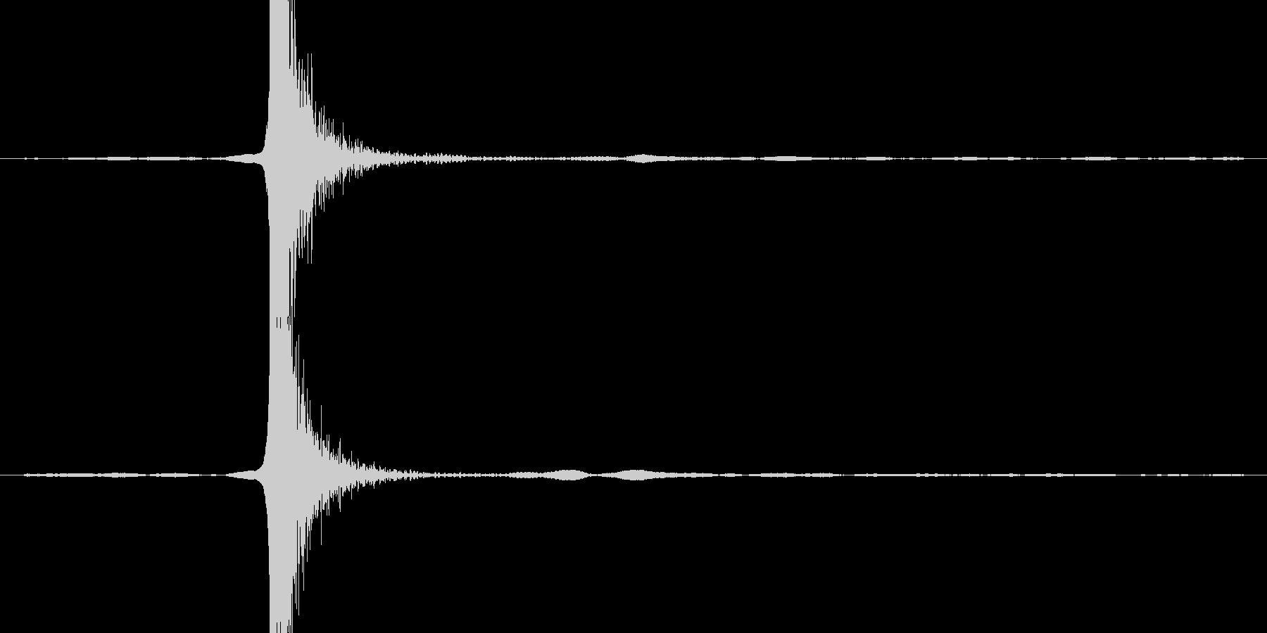 ガラステーブルにグラスを置く音の未再生の波形
