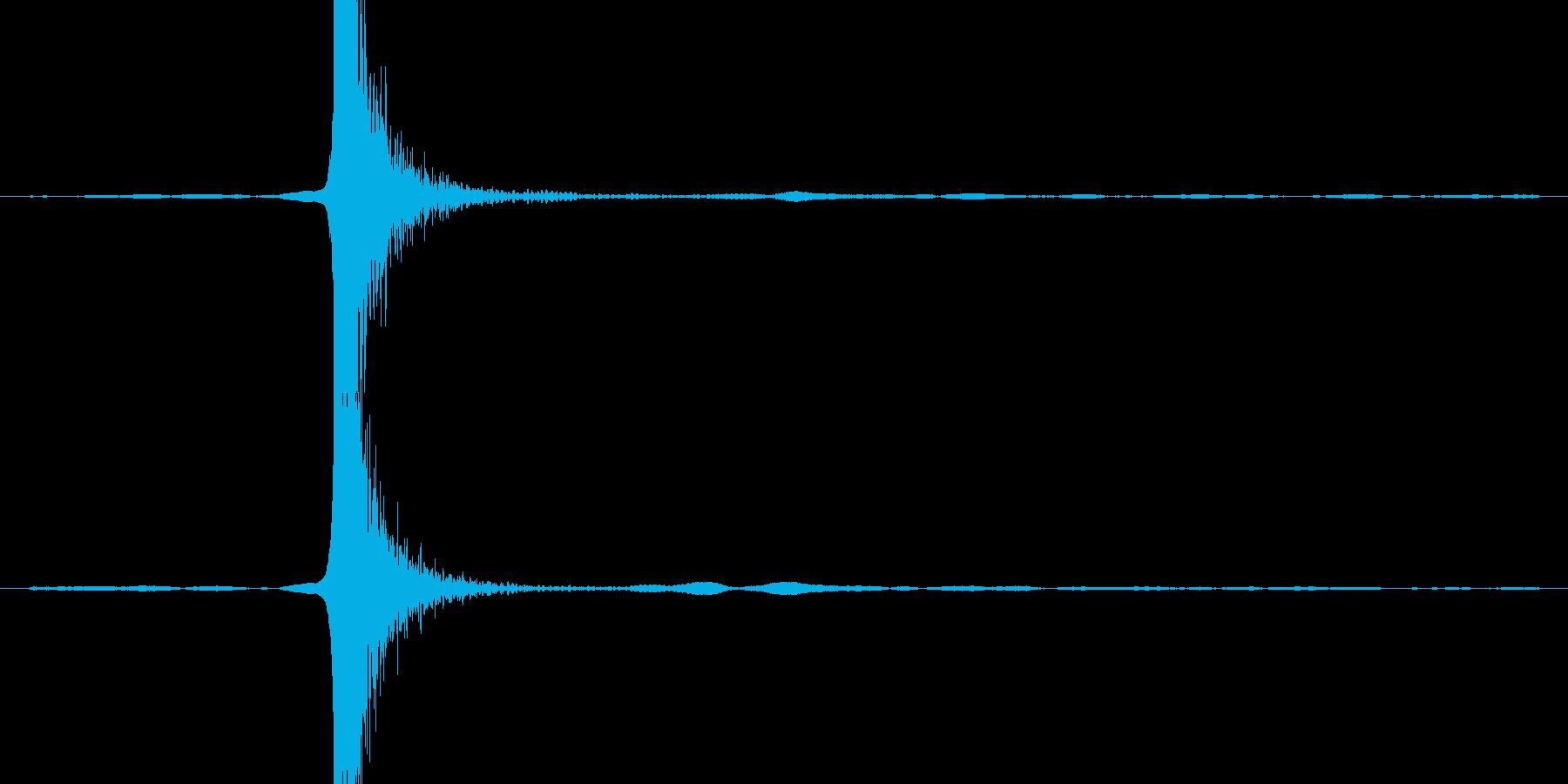 ガラステーブルにグラスを置く音の再生済みの波形