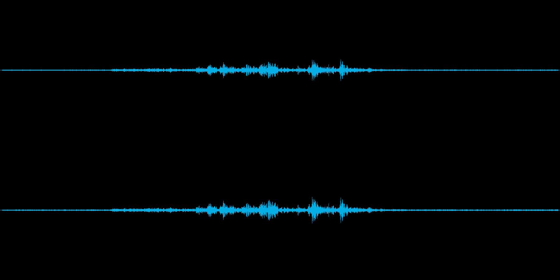 【生音】夏の日の雨が降り出す前の雷 2の再生済みの波形